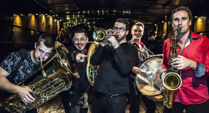 Lovesong Orchestra vneděli 20. prosince vyrazí do ulic města. Sledujte trasu.